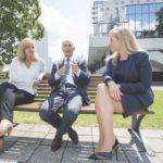Interview mit Headhunter Christopher Funk und den Vertriebsmanagerinnen Karina Kaestner (Deutsche Bahn) und Christina Riess (DC Aviation)